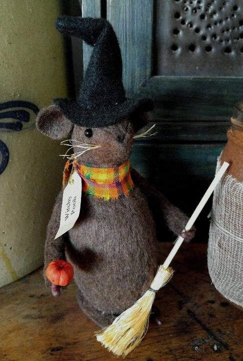 Primitive Handmade Autumn / Halloween Witch Mouse