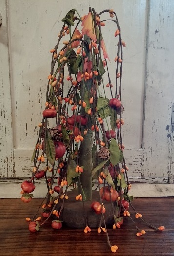 Primitive Country Autumn Pip Berry & Pumpkin Willow Tree