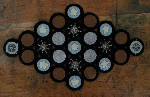 Primitive Country Winter Snowflake Penny Table Runner / Mat