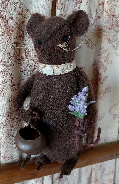 Country Gardening Mouse with Watering Can