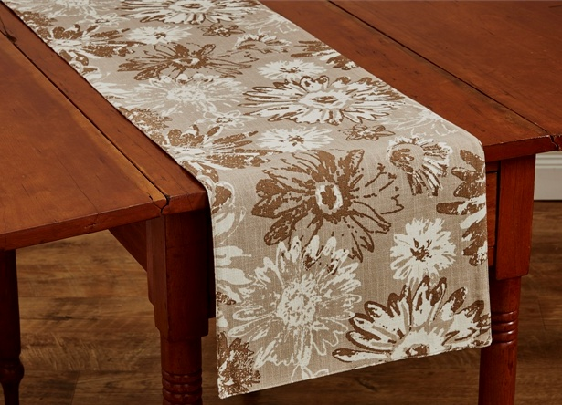 Farmhouse Flower Design Long Table Runner