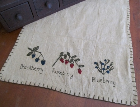 Primitive Berry Kitchen Table Runner
