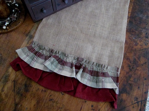 Country Burlap Brandywine Ruffle Table Runner