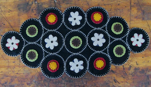 Primitive Wool Penny & Flower Diamond Table Mat