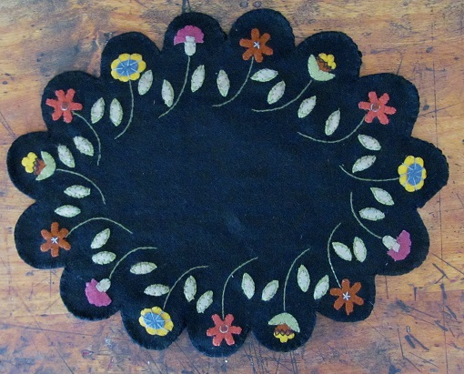 Primitive Wool Flower Oval Table Mat
