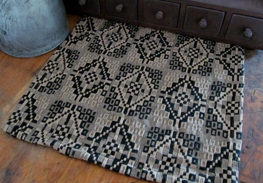 Prairie Star Black & Tan Primitive Woven Runner