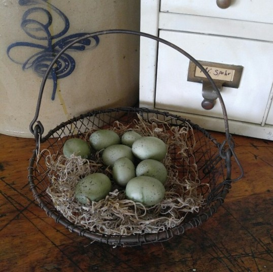 Primitive Country Chicken Wire Farm Round Wire Basket
