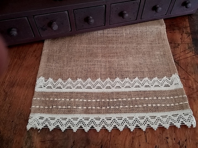 Country Cottage Lace & Burlap Table Runner
