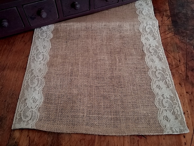 Country Cottage / Shabby Style Scalloped Lace Burlap Table Runner