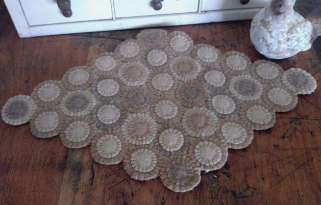 Country Cottage / Farmhouse Wool Penny Tan and Cream Diamond Table Mat