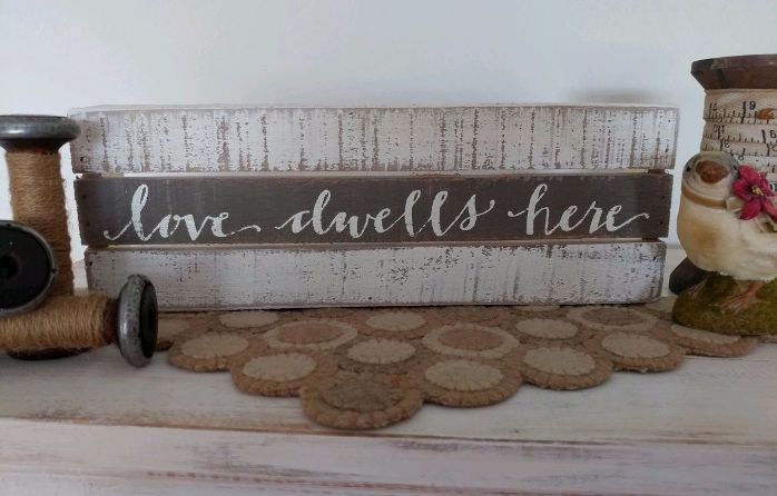 Country Cottage  Farmhouse Style Love Dwells Inspirational Box Sign