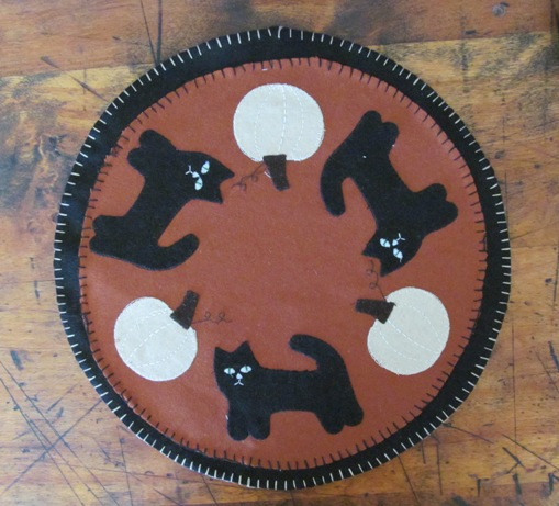 Primitive Country Halloween Black Cat and Pumpkin Table Mat