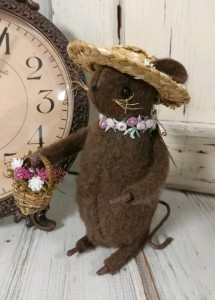 Rustic Summer Flower Garden Mouse Home Decor Figure - Handmade in USA
